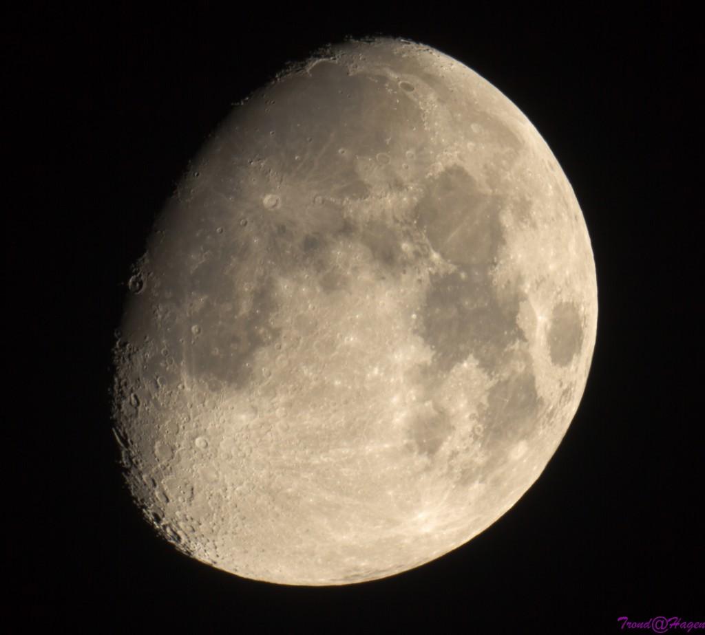 Månen 4okt 2014